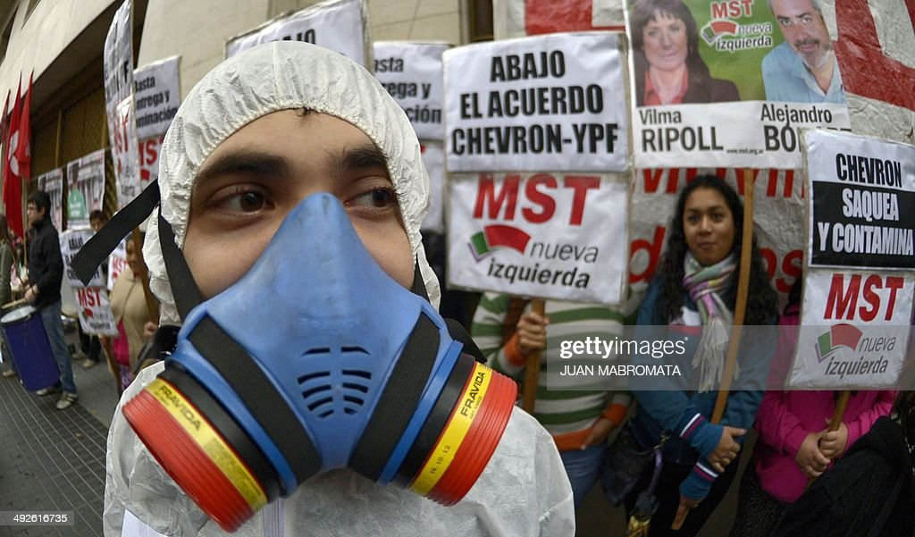 ARGENTINA-US-OIL-YPF-CHEVRON-PROTEST : News Photo