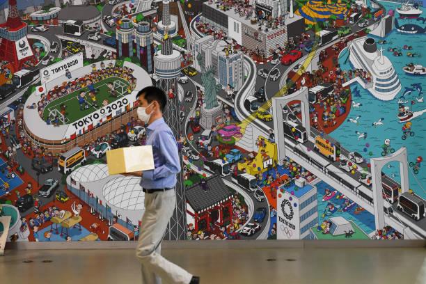 JPN: Social Distancing At Toyota Motor Gallery Ahead of First Quarter Earnings