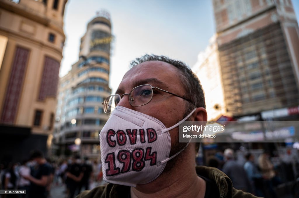 A man wearing a protective face mask with the letters 'covid... : News Photo