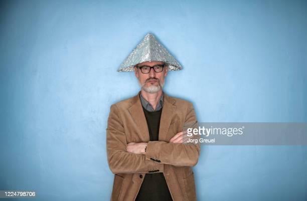 man (age 51) wearing a tinfoil hat - aluhut stock-fotos und bilder