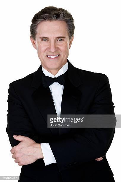 Hombre usando un esmoquin