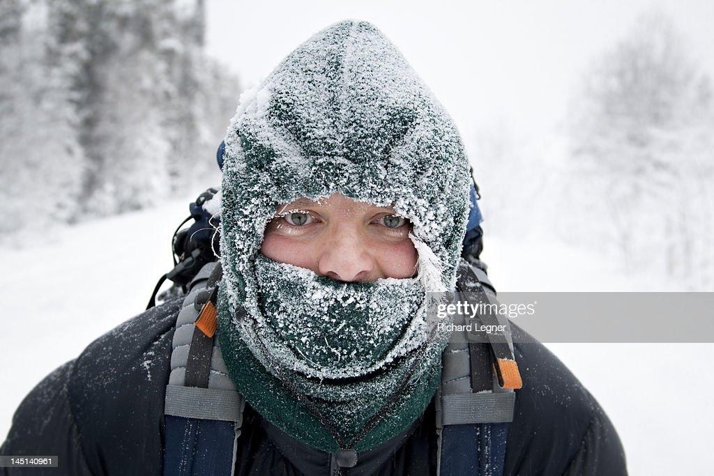 Man wearing frosty face mask : Foto de stock