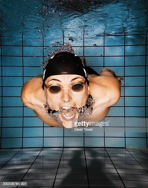 Man wearing goggles underwater, underwater view, close-up