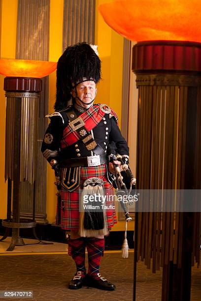 man wearing kilt and holding bagpipes - gleneagles scotland stock pictures, royalty-free photos & images