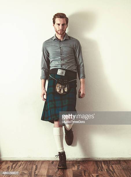man wearing kilt - kilt stock photos and pictures