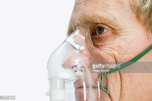 man wearing oxygen mask - oxygen mask stock pictures, royalty-free photos & images