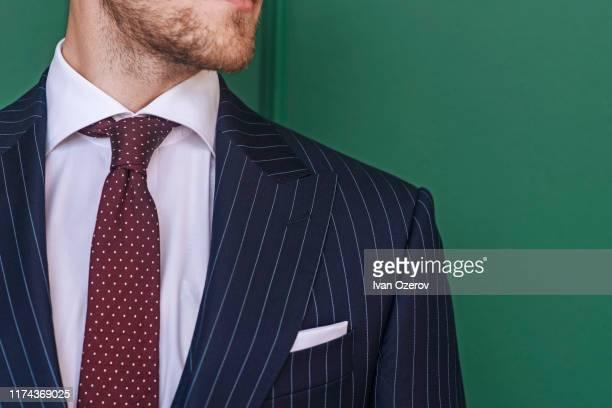 man wearing pinstripe blazer with spotted tie - solapa camisa fotografías e imágenes de stock