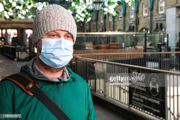 man wearing protective face mask in the city - state of emergency stock pictures, royalty-free photos & images