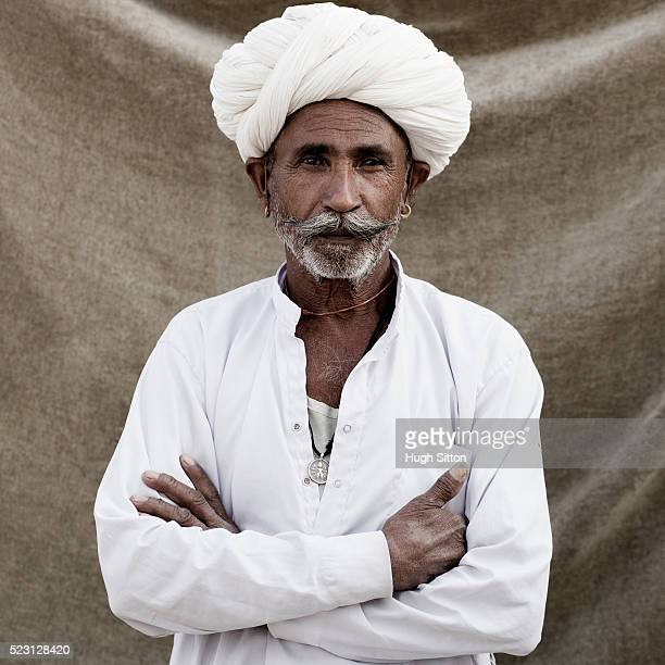 man wearing turban - hugh sitton stockfoto's en -beelden
