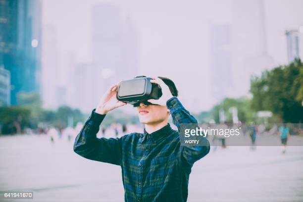 Simulateur de réalité virtuelle portant à l'extérieur de l'homme