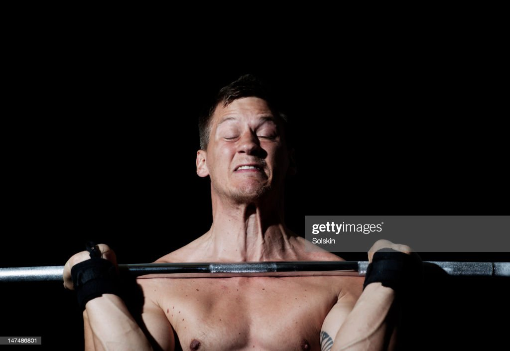 man weightlifting in gym gym : Stock Photo