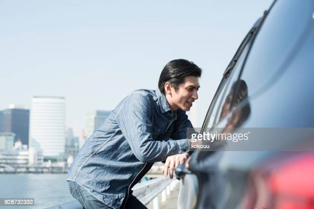 A man who speaks from outside the car.