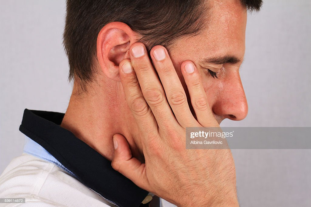 Головная боль и заложенность уха