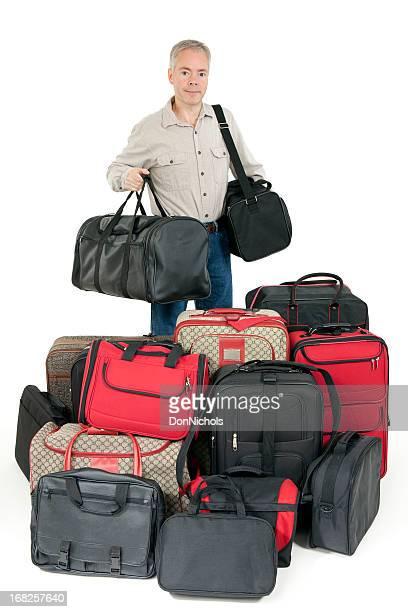 Homme avec beaucoup de bagages