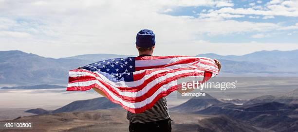 Homme avec le drapeau américain