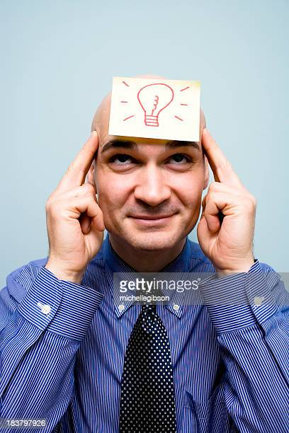 Mann mit einer Idee mit Glühbirne Bild gezeigt