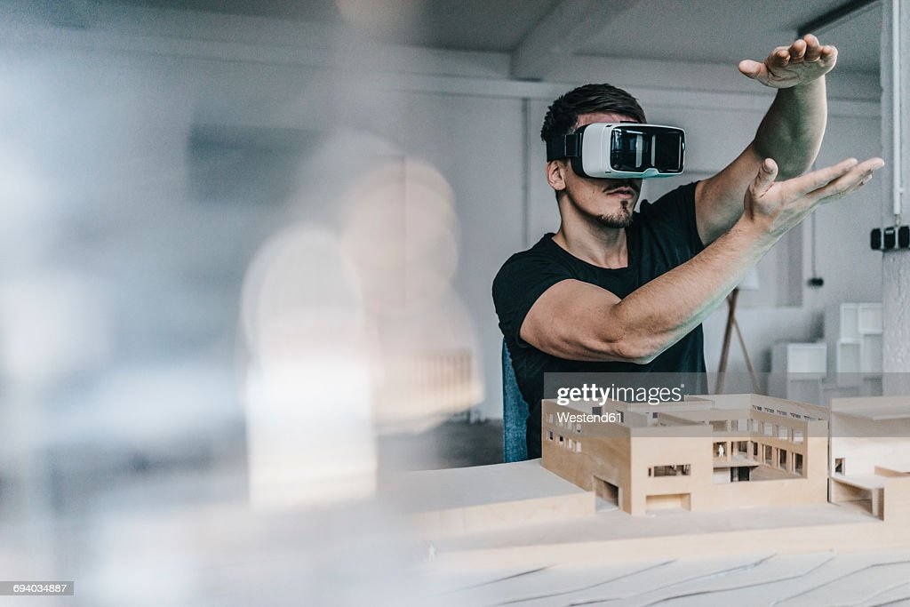 Man with architectural model and VR glasses : Stock-Foto