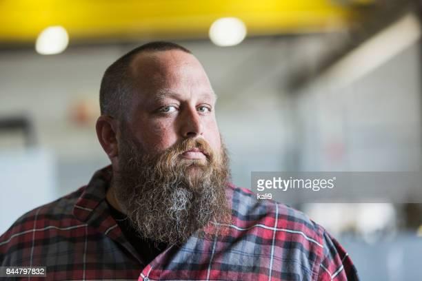 Mann mit Bart und Plaid Hemd