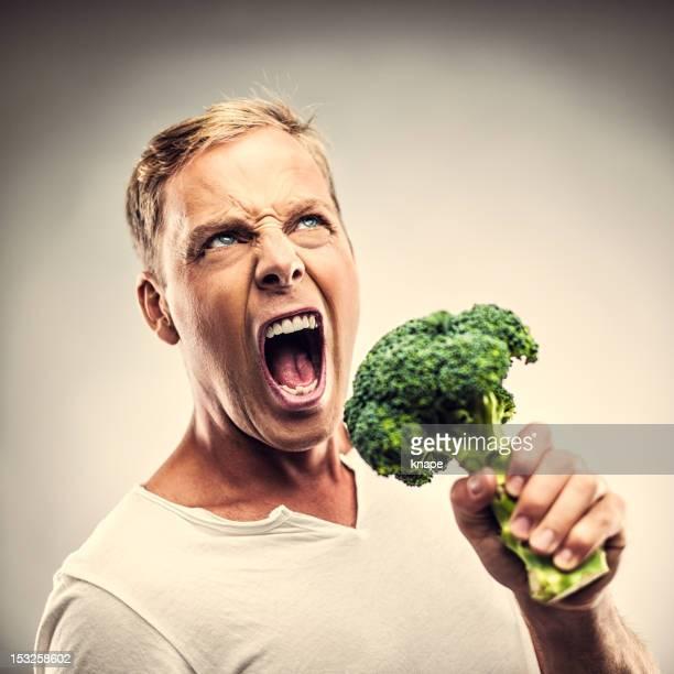 Mann mit Brokkoli singen