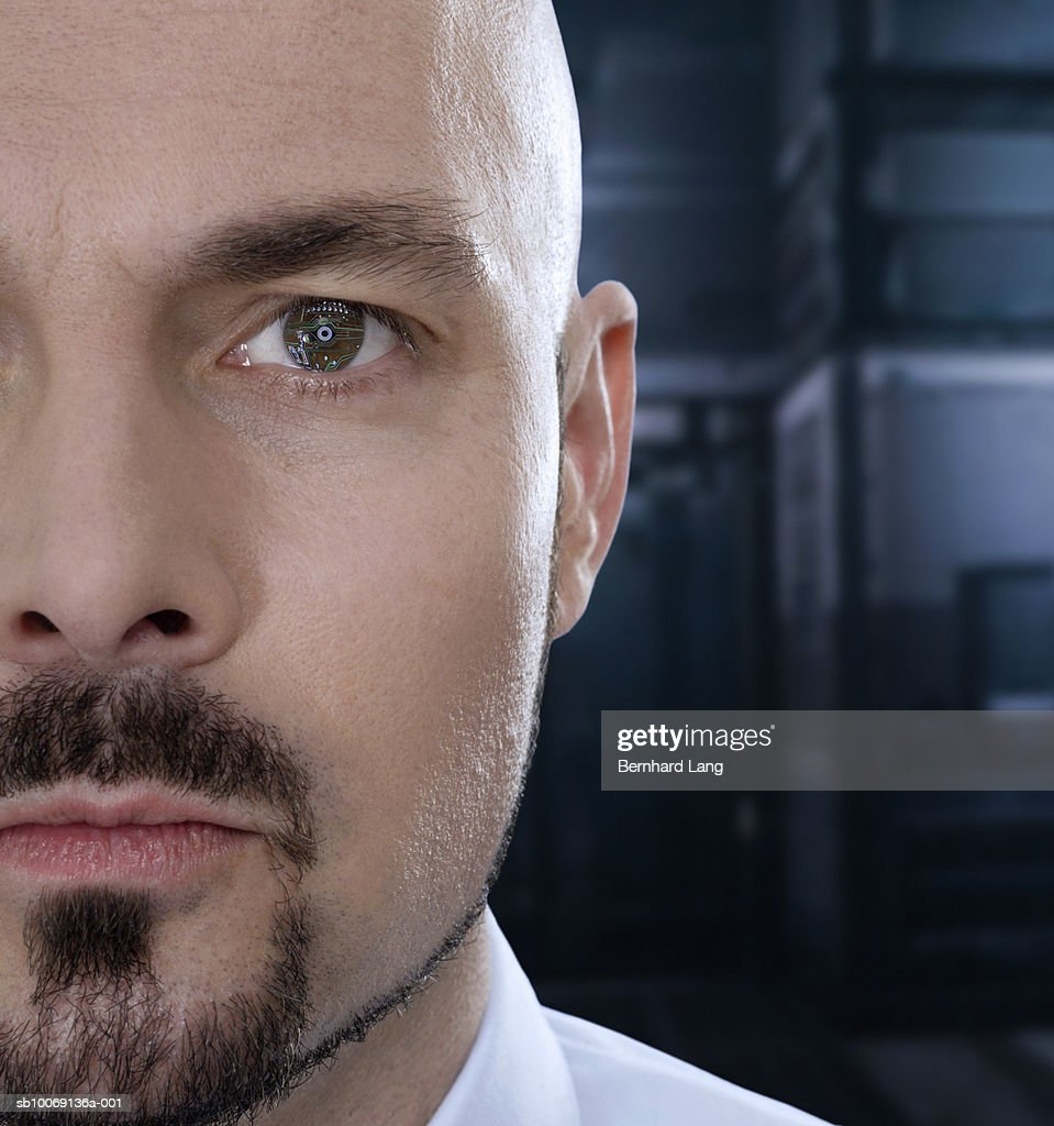 Man with computer circuit board lines on eye, close-up (digital composite) : Stockfoto