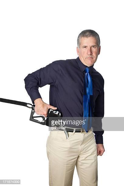 Mann mit Benzin Einstellungen in der Tasche wie eine Waffe