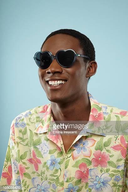 man with hearth shaped sunglasses - サングラス ストックフォトと画像