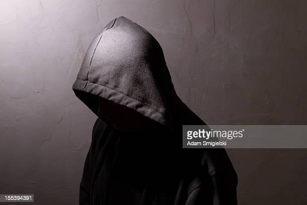 男性に隠れた顔