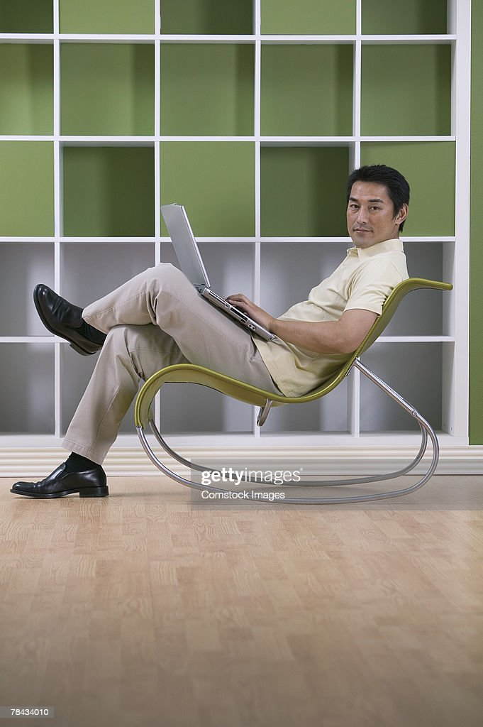 Man with laptop computer : Stockfoto