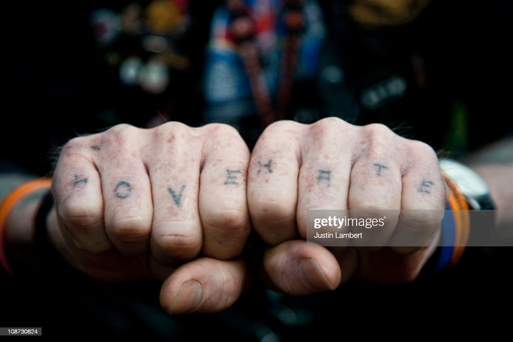 Man with Love & Hate tattooed on his knuckles : Stock Photo