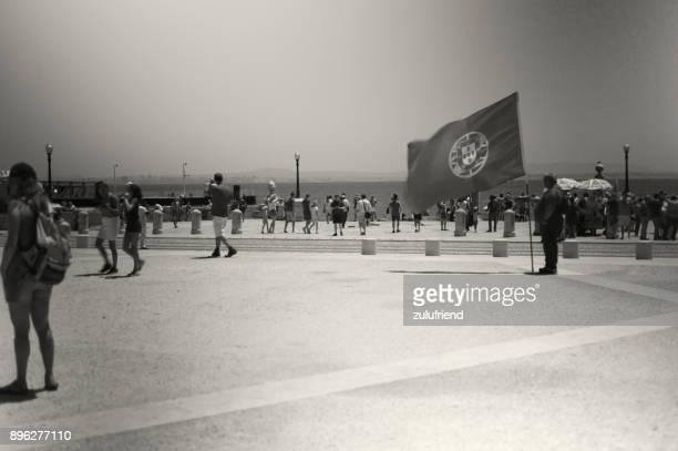 man with portuguese flag - bandeira de portugal imagens e fotografias de stock