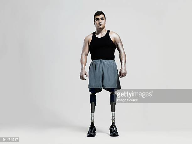 Mann mit prosthetic Beine