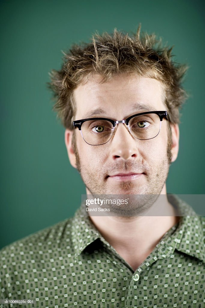 Man with spiky hair, close-up, portrait : Stockfoto