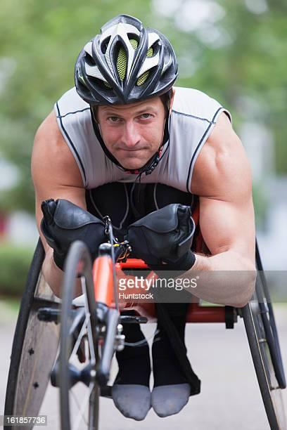 男性、脊髄傷害のご不自由なお客様のための自転車競技