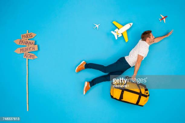 man with suitcase hurrying to to get his flight for a city break - volare foto e immagini stock