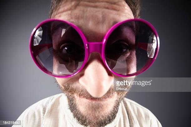 hombre con gafas de sol - personas cabeza grande fotografías e imágenes de stock