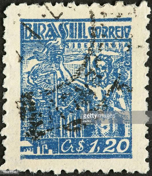 homem com tocha upraised na old visto brasileiro - selo postal - fotografias e filmes do acervo