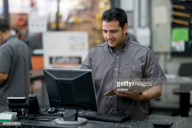 man working at a hardware store - assistant stock pictures, royalty-free photos & images