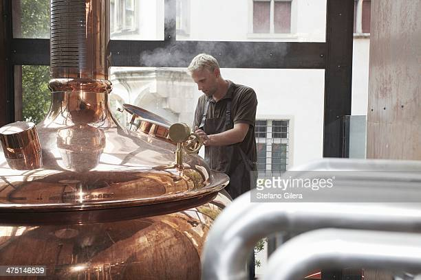 man working at brewery - 醸造所 ストックフォトと画像