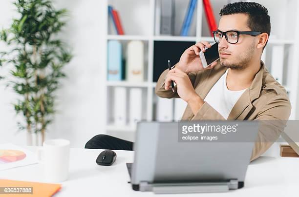 man working at modern office - personal organizer stockfoto's en -beelden
