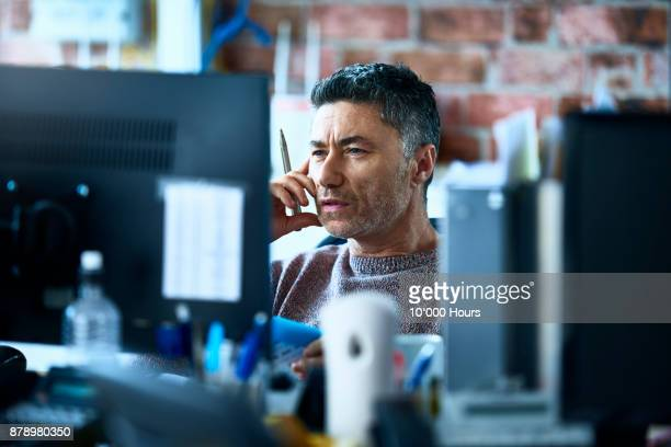 man working in modern office - image focus technique stock pictures, royalty-free photos & images