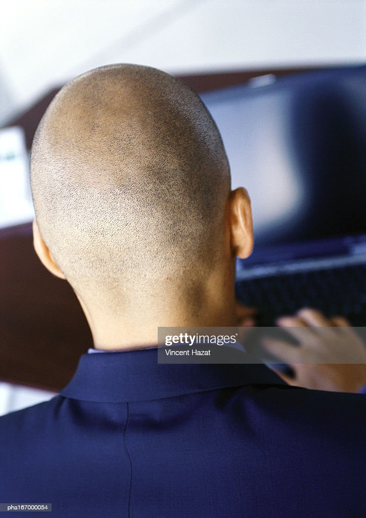 Man working on computer, rear view, close-up : Stockfoto
