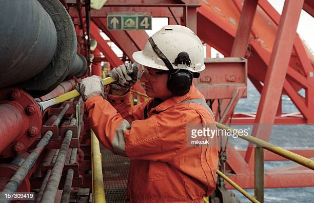 man working on oil rig - marine engineering stock pictures, royalty-free photos & images
