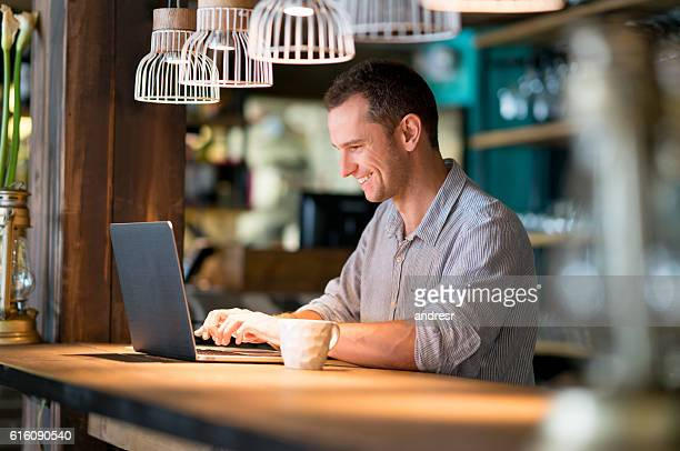 Man working online at a cafe