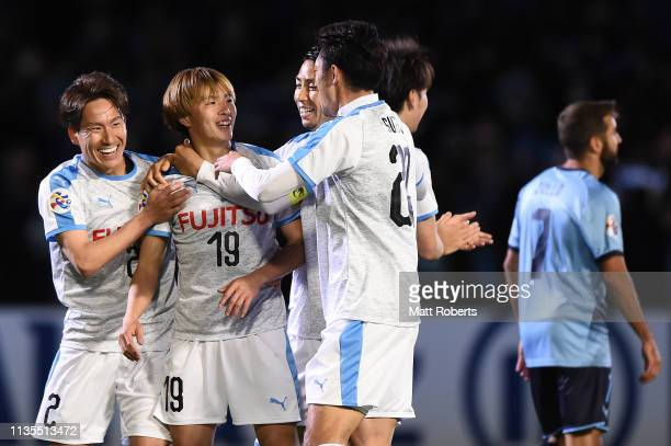 Manabu Saito of Kawasaki Frontale celebrates scoring a goal with team mates during the AFC Champions League Group H match between Kawasaki Frontale...