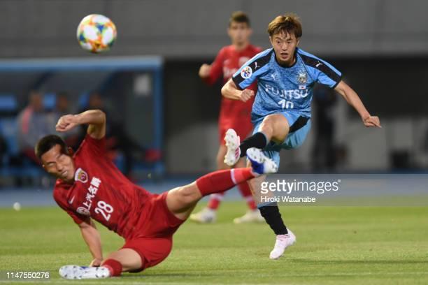 Manabu Saito of Kawasaki Frontale in action during the AFC Champions League Group H match between Kawasaki Frontale and Shanghai SIPG at Todoroki...