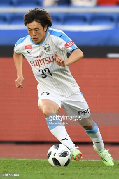 Manabu Saito of Kawasaki Frontale in action during the J.League J1 match between Yokohama F.Marinos and Kawasaki Frontale at Nissan Stadium on April...