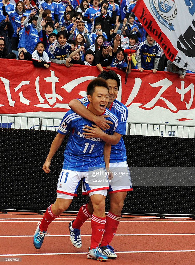 Manabu Saito (L) of Yokohama F.Marinos celebrates scoring the third goal with his teammate Kosuke Nakamachi during the J.League match between Yokohama F.Marinos and Shonan Bellmare at Nissan Stadium on March 2, 2013 in Yokohama, Kanagawa, Japan.