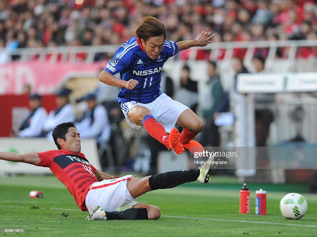 Manabu Saito of Yokohama F.Marinos in action during the J.League match between Urawa Red Diamonds and Yokohama F.Marinos at Saitama Stadium on November 3, 2016 in Saitama, Japan.