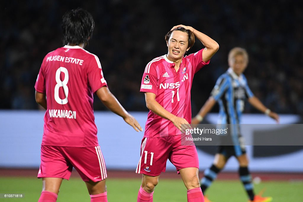 Manabu Saito #11 of Yokohama F.Marinos looks on during the J.League match between Kawasaki Frontale and Yokohama F.Marinos at the Todoroki Stadium on September 25, 2016 in Kawasaki, Japan.