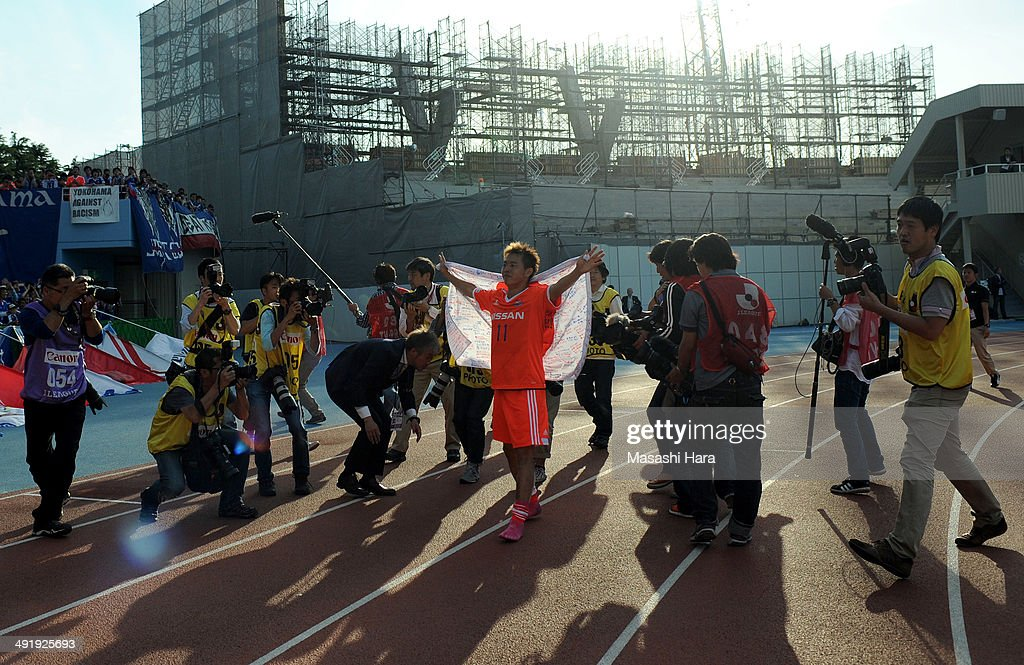 Manabu Saito #11 of Yokohama F.Marinos, who is part of the Japan squad going to the World Cup in Brazil, greets supporters after the J.League match between Kawasaki Frontale and Yokohama F.Marinos at Todoroki Stadium on May 18, 2014 in Kawasaki, Japan.